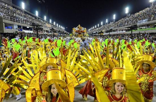 Le Carnaval de Rio : Déguisement haut en couleur, musique et festivités